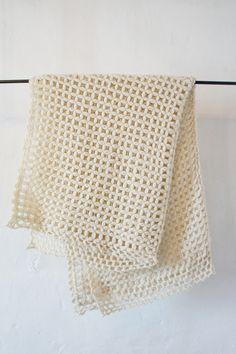 Image of Merino Wool Blanket Merengue Knitted Blankets, Merino Wool Blanket, Easy Crochet, Knit Crochet, Handmade Home, Crochet Accessories, Hand Knitting, Snug, Coffered Ceilings