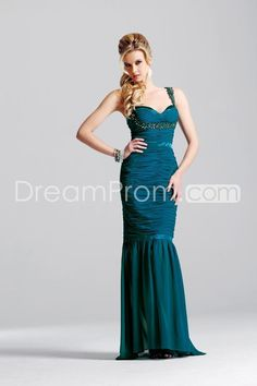 Long evening dress http://pinterest.com/nfordzho/party-queen/