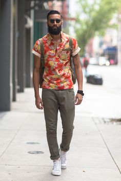 look: floral printed shirt + khaki chinos + white sneakers | #streetstyle