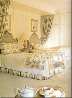 interesting idea: drapes hung on the outer side of each bed! (love the beautiful Herend tea pot ♥♥♥)