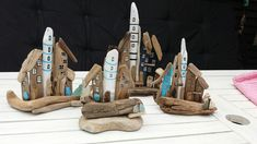 Små drivtømmer byer. Small driftwood towns/houses with lighthouse and seaglass. By EVAS