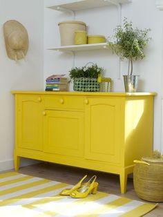 Un Buffet Qui Ne Pourrait Ressembler à Rien Mais Peint En Jaune Devient Yellow Painted Furnitureyellow