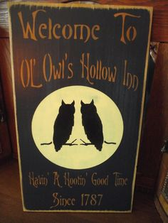 Primitive Wood Halloween Sign Welcome To Ol' Owl's Hollow Inn Wooden Halloween Signs, Halloween Wood Crafts, Rustic Halloween, Halloween Owl, Holidays Halloween, Halloween 2018, Halloween Ideas, Primitive Wood Signs, Barn Wood Signs