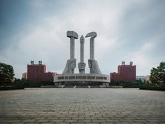 A photographer captured these surreal photos of North Korea's capital on a state-sanctioned tour