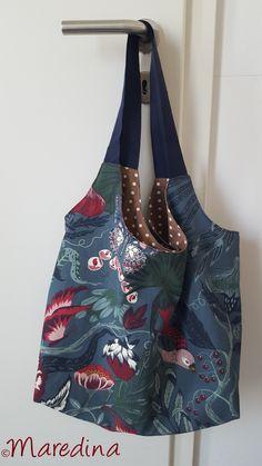 heute habe ich etwas ganz tolles für euch und zwar diese tolle Tasche. Taschen gibt es doch wie Sand am Meer - werdet ihr sagen. Ihr habt wahrscheinlich Recht aber Crochet Cat Pattern, Bag Crochet, Free Pattern, Free Sewing, Hand Sewing, Art Minecraft, Cat Bag, Moda Vintage, Jeans Material