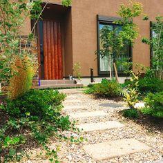 わっさわさとグリーンで素敵な空間を♪   ・『おしゃれ庭時間。』  大好きな花苗を植えたり、水をあげたり、、お気に入りの庭で過ごす時間。そして、そんな素敵な空間をARTCRÉERがご提案します。  ・・・Garden&Design  ARTCRÉER ・ #ガーデン #デザイン #グリーン #フラワー #外構 #作庭 #おしゃれ庭時間 #庭#20  #アールクレエ#0120666770 #Garden#Design#gardener#Green#flower#iron#zakka#20#It'sSPECIALDAY!#ARTCRÉER#Shiga#Nagahama