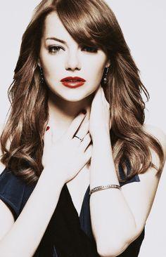 Emma stone is so stinking beautiful!! :)