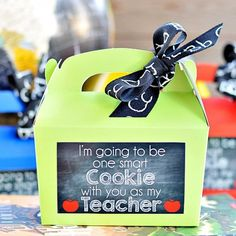 Create a cute and easy back to school teacher gift. Download the free chalkboard printable to add to any cookie gift packaging.