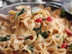 Bow-Tie Skillet Alfredo recipe from Ree Drummond via Food Network. Just switch out the pasta for Gluten Free pasta! Food Network Recipes, Cooking Recipes, Dishes Recipes, Recipies, Alfredo Recipe, Chicken Alfredo Bowtie Pasta Recipe, Chicken Pasta, Tortellini Alfredo, Chicken Fettuccine