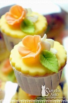 Flower Cupcake, by Sweetie Neko Homemade Sweets Flower Cupcake Cake, Deco Cupcake, Cupcake Cookies, Yummy Cupcakes, Vanilla Cupcakes, Peach Cupcakes, Floral Cupcakes, Mocha Cupcakes, Gourmet Cupcakes