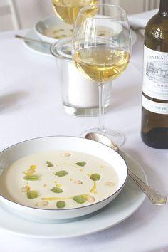 Dîner en blanc   White Dinner mit weißem Bordeaux und Ajoblanco #bordeauxlicious von moeyskitchen.com