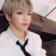 he is so fine / fc selca K Pop, Kang Daniel Produce 101, Daniel K, Fandom, Kim Jaehwan, Street Dance, Ha Sungwoon, Korean Artist, 3 In One