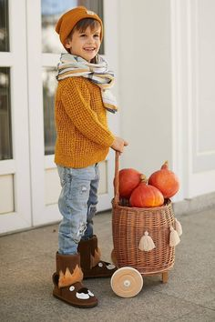 """Wiklibox """"Pully"""" toys basket in NATURAL color with handle & wooden wheels + fringes Wooden Wheel, Toy Basket, Natural Toys, Wicker Baskets, Handicraft, Wooden Toys, New Fashion, Handmade Items, Hipster"""