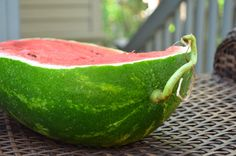 5 Key Tips To Pick The Perfect Watermelon Picking Watermelon, Watermelon Hacks, Best Fruits, Food Hacks, Food Tips, Food Storage, Key, Healthy, Smart Kitchen