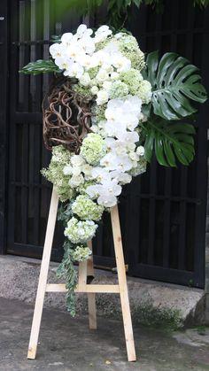 Creative Flower Arrangements, Large Floral Arrangements, Flower Arrangement Designs, Funeral Flower Arrangements, Ikebana Arrangements, Church Flowers, Funeral Flowers, Flower Room Decor, Flower Decorations