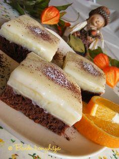 Tejfölös pudingos piskóta Hungarian Recipes, Hungarian Food, Garlic Bread, Panna Cotta, Cheesecake, Food And Drink, Sweets, Cookies, Ethnic Recipes