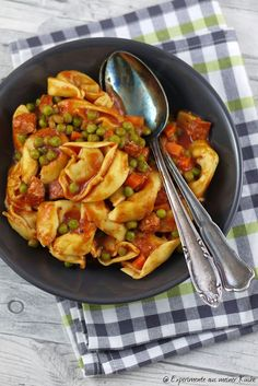 Experimente aus meiner Küche: One Pot Tortelloni in Tomaten-Gemüse-Soße Noodle Recipes, Pasta Recipes, Spaghetti Pizza, Malva Pudding, Meals Without Meat, Bastilla, One Pot Pasta, Tasty, Yummy Food