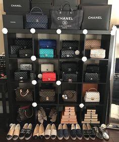 A Chanel handbag is anticipated to get trendy. So how could you get a Chanel handbag? Hermes Handbags, Cheap Handbags, Replica Handbags, Louis Vuitton Handbags, Purses And Handbags, Popular Handbags, Clutch Handbags, Unique Handbags, Fossil Handbags