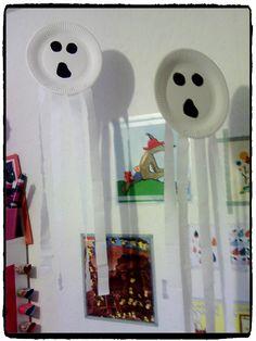 fantomes en assiettes en carton, bricolage halloween, enfant                                                                                                                                                                                 Plus