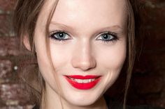 Hitting a Winter Beauty Slump? Time to Try This Bold Runway Trend