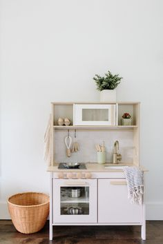 6 ideas for choosing or relooking your kitchen credenza - My Romodel Toddler Play Kitchen, Ikea Kids Kitchen, Diy Play Kitchen, Diy Kitchen Storage, Play Kitchens, Ikea Toys, Farmhouse Kitchen Decor, Kitchen Remodel, Decoration