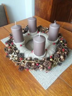 Christmas Wreaths, Homemade, Table Decorations, Holiday Decor, Furniture, Home Decor, Xmas, Christmas Garlands, Homemade Home Decor