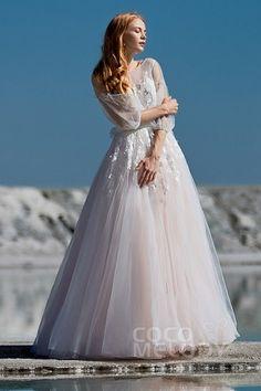 79b37740f06 51 meilleures images du tableau Robes mariage en 2019