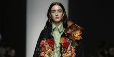5 Emerging Designers At Russia Fashion Week To Put On Your Radar Now Teen Vogue Fashion, Daily Fashion, Fashion Show, Jessica Andrews, Russia Fashion, Elle Blogs, 2020 Fashion Trends, Lace Corset, Beauty Editorial