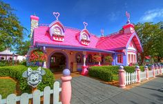 Since they are closing this part of the Magic Kingdom I wonder what they will do with Minnie's house?  I want it!