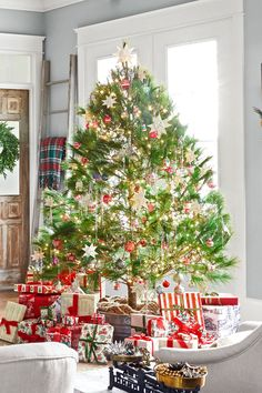 Cool 52 Rustic Non Traditional Christmas Tree Design Ideas For Home Christmas Tree Design, Corner Christmas Tree, Best Christmas Tree Decorations, Traditional Christmas Tree, Beautiful Christmas Trees, Xmas Tree, Christmas Crafts, White Christmas, Christmas Time
