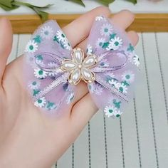 Diy Lace Ribbon Flowers, Diy Ribbon, Ribbon Crafts, Ribbon Bows, Fabric Flowers, Making Hair Bows, Diy Hair Bows, Diy Bow, Felt Hair Accessories