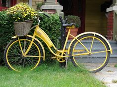 Bike Planter - love the yellow too, but mine will be red with Mack-Chi style Courtly Check Old Bicycle, Bicycle Art, Old Bikes, Bicycle Decor, Bicycle Safety, Bicycle Basket, Velo Vintage, Vintage Bicycles, Tricycle