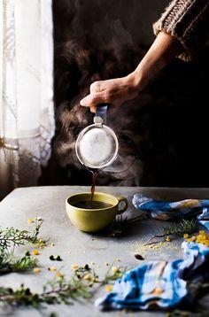 """""""Miris sveže kafe raširio se po stanu. Miris koji razdvaja noć od dana."""" Haruki Murakami,Bezbojni Cukuru Tazaki i njegove godine hodočašća (kakofopije) Ova foto priča posvećena je jutarnjim i popo…"""