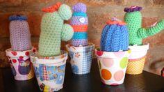 Cactus en macetas con decoupage