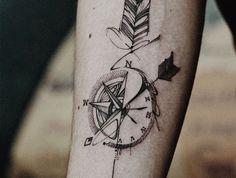 les plus beaux tatouages, comment choisir le design de tattoo, dessin boussole avec flèches