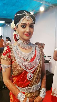 No gold .... only diamond♥ bride looks very beautifull,.Ravi Pillai spends $9 million on daughter's big fat wedding