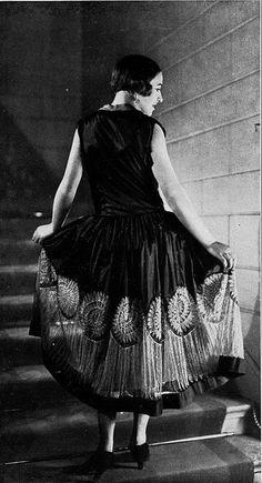 """Les Modes (Paris) 1926 """"Greuze"""" Robe de Style de la Ste. Blanche Lebouvier"""