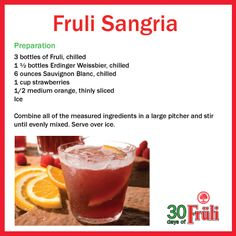 Beer Cocktails - Get refreshed with this delicious Fruli Sangria! Drinking Buddies, Beverages, Drinks, Sauvignon Blanc, Summer Cocktails, Sangria, Wine Recipes, Cheers, Strawberry