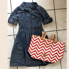 Old Navy soft denim dress Chic Old Navy denim dress. Wear with wedges or converse. Worn once. In excellent condition! Old Navy Dresses