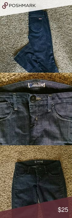 Hudson classic denim jeans Classic Hudson pockets size 25, beautiful blue denim, wear on bottom hem as shown in picture, these jeans are perfect for the edgy look! Inseam is 33. Hudson Jeans Jeans Flare & Wide Leg