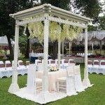 Outdoor Wedding - Traditional Vintage, Dekorasi Pelaminan dengan Konsep 'Back to Nature'