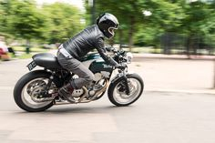 It's a Buell, it's a Norton, it's Burton! Photos by Greg Moss #motorcycles #caferacer #motos | caferacerpasion.com