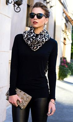 How to wear black leggings casual sweaters 24 trendy Ideas Leopard Print Outfits, Animal Print Outfits, Animal Prints, Leopard Scarf, Animal Print Scarf, Mode Outfits, Chic Outfits, Fashion Outfits, Scarf Outfits