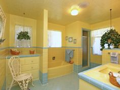 Vintage yellow & blue bathroom