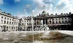 50 free things to do in London: part one – central    http://www.guardian.co.uk/travel/2012/jul/23/50-free-things-to-do-london