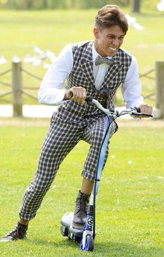 He is hilarious in i'm a celebrity joey essex, fashion statements, rol Funny Black People Memes, Men Quotes Funny, Joey Essex, Funny Anecdotes, Chloe Sims, White Silk Blouse, Ukraine Girls, Made In Chelsea, Fashion Statements