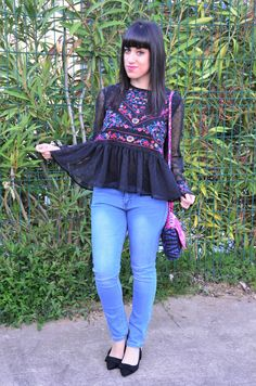 Blouse:http://es.shein.com/Black-Floral-Embroidery-Mesh-Blouse-p-334675-cat-1733.html?utm_source=baulderaquel.blogspot.com.es&utm_medium=blogger&url_from=baulderaquel  Jeans: https://www.lovelywholesale.com/goods.php?id=135159