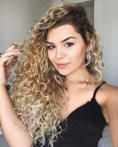 55 beautiful styles of curly blonde hair 2019 make you more cute enchanting 32 Face Shape Hairstyles, Curled Hairstyles, Trendy Hairstyles, Bob Haircut Curly, Shoulder Length Curly Hair, Blonde Curly Hair, Blonde Curls, Curls For Long Hair, Curls Hair