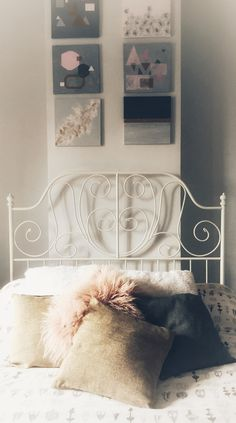 Cozy and girly bedroom. Great idea for teens!