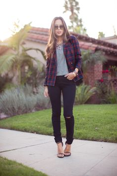 This winter plaid is back in fashion, so fashion girls feel free to make unique combinations with your favorite plaid pieces of clothing. Although this print is evergreen, this season you can find it everywhere. Excellent variants: shirt with T- shirt and jeans for a casual look, or shirt knotted at the waist with a …
